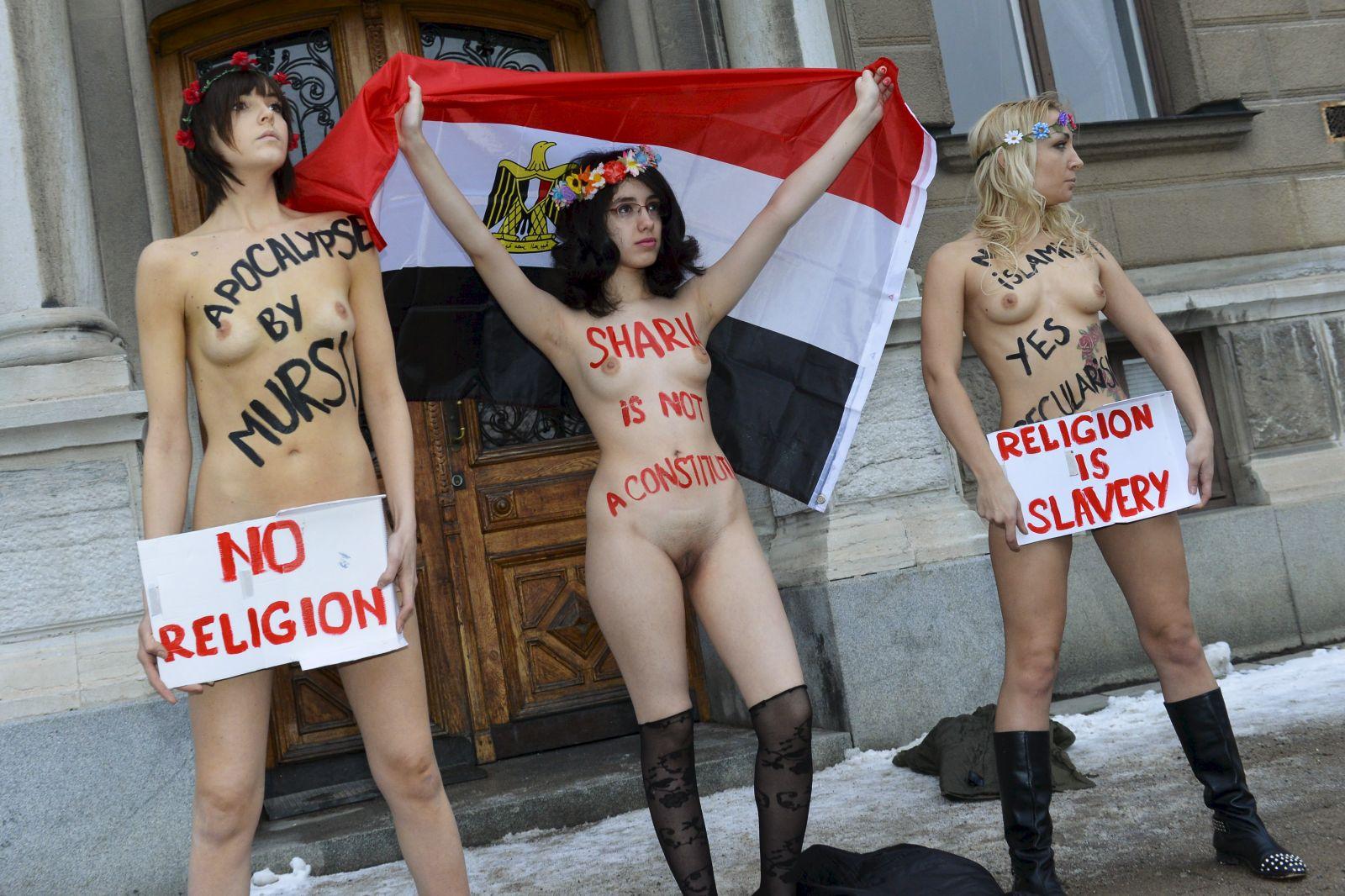 Aliaa Elmahdy bares all with FEMEN in Paris