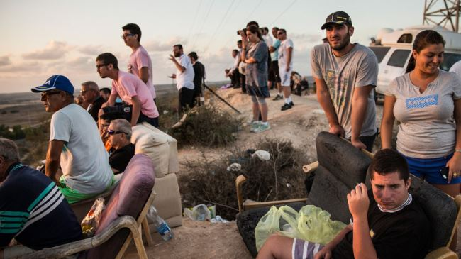 Israelis spectator-sporting the shelling of Gaza