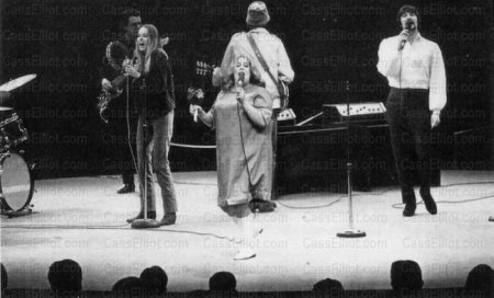 Onstage 1966 – l-r: bassist Joe Osborne, Michelle Phillips, Cass Elliot, John Phillips and Denny Doherty. Courtesy www.casselliot.com