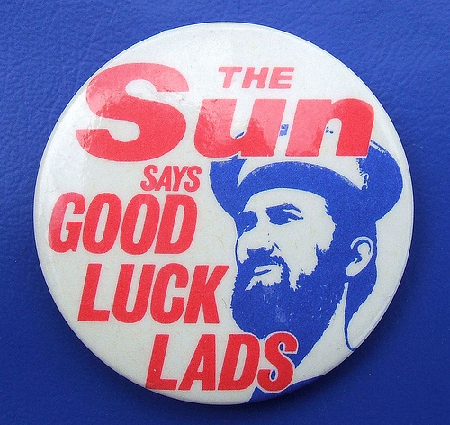Sun newspaper button supporting the Falklands war effort
