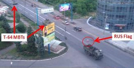 T-64s and Russian-flagged lorry in Makiivka